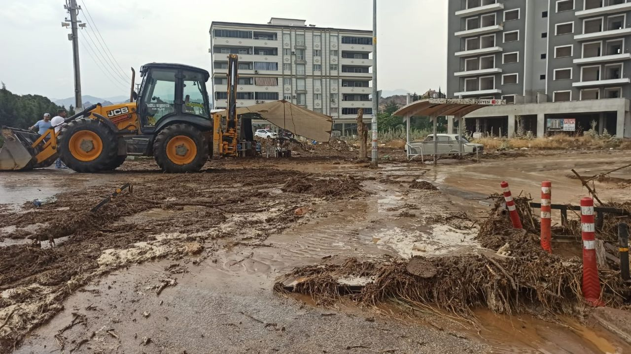 Aydın Nazilli'de sağanak yağmur etkili oldu