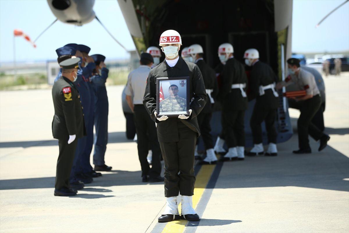 Mardin'de silah kazasıyla Şehit düşen Er Rıdvan Sağdıç, son yolculuğuna uğurlandı