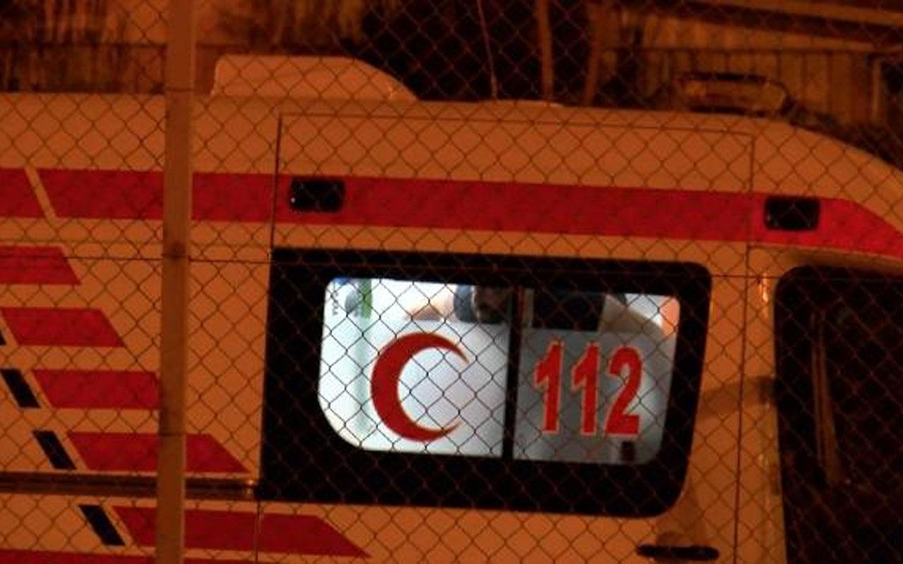 Sefaköy metrobüs durağında hareketli dakikalar! Çatalla kendine zarar verdi