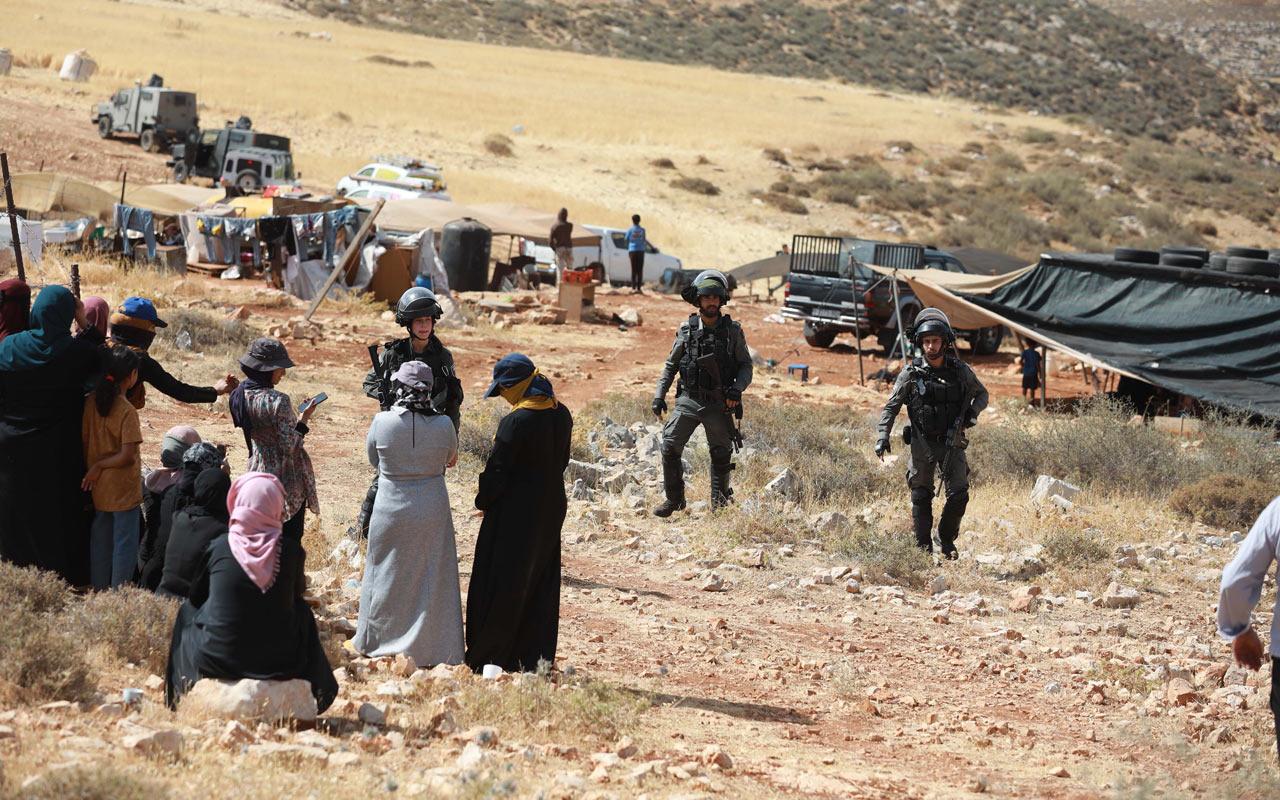 İsrail askerleri Batı Şeria'da Filistinli bedevilerin evlerini yıktı