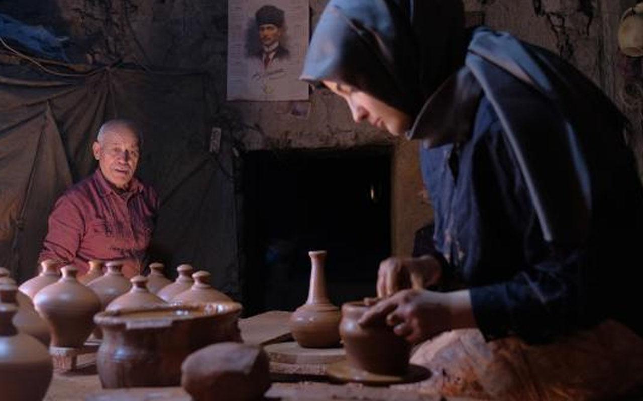 Konya'da 450 yıllık atölyede usta-çırak ilişkisi: Çömlek ustası, üniversiteli çırağından memnun