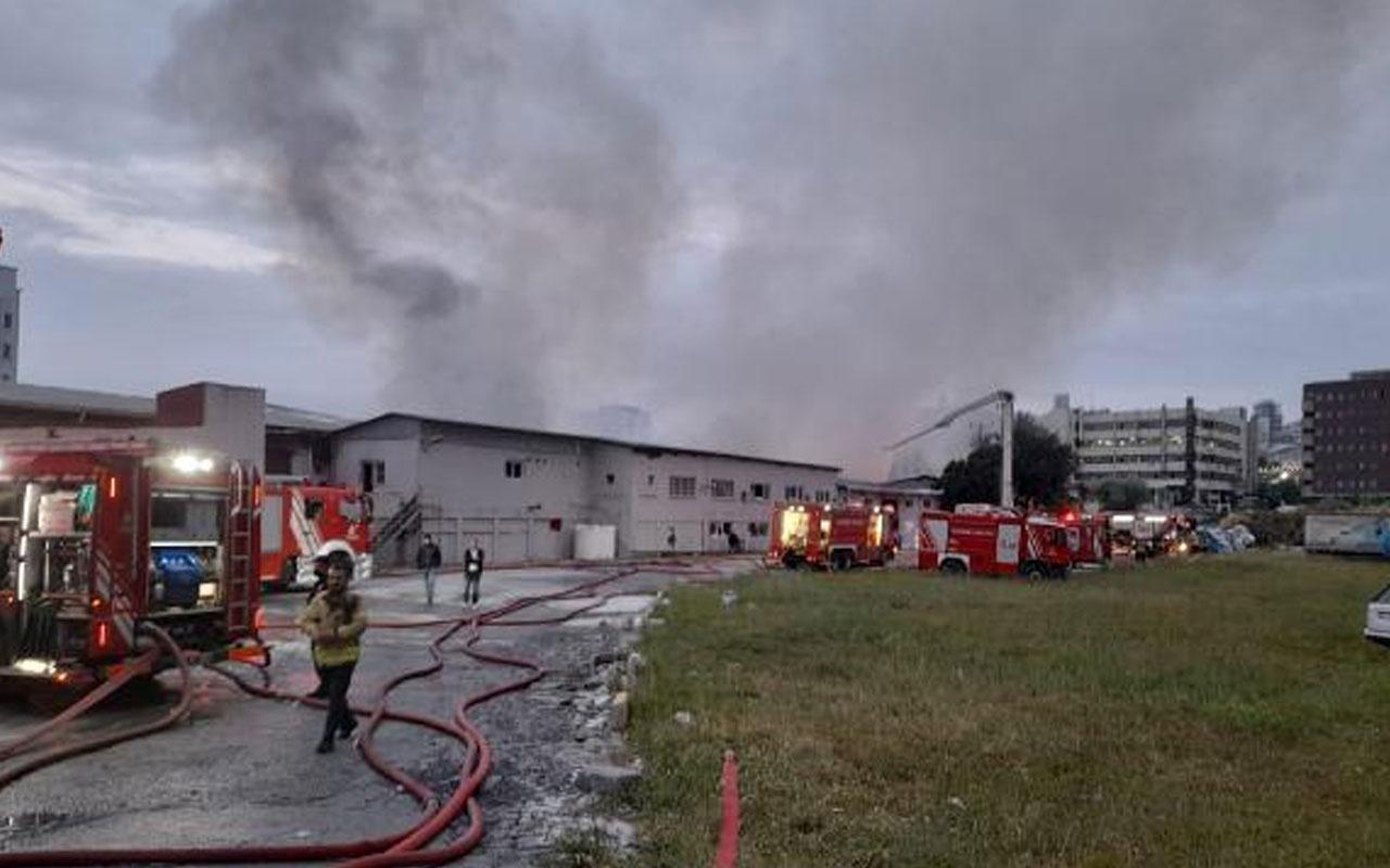 Küçükçekmece'de kağıt ve ambalaj fabrikasında yangın