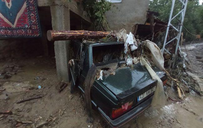 Kütahya'da sel felaketi iki köyde hasara neden oldu