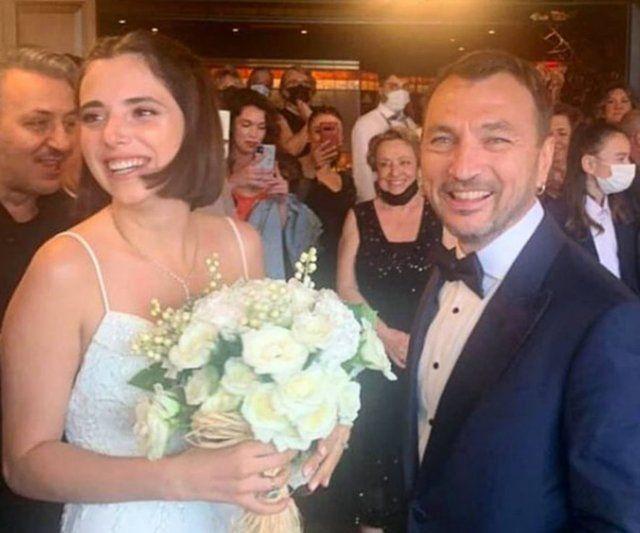 25 yaş küçük aşkıyla evlendi! Cansu Dere Aras Bulut İynemli Kıvanç Tatlıtuğ düğüne akın etti