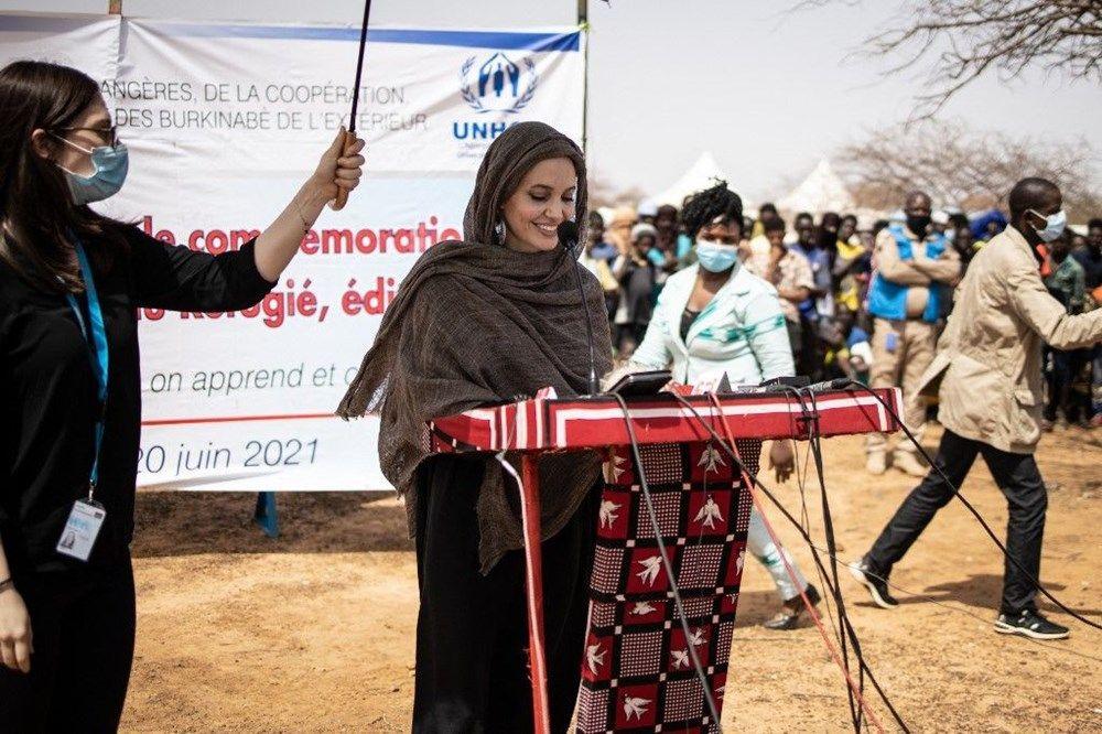 Angelina Jolie'den Burkina Faso'daki mülteci kampına ziyaret