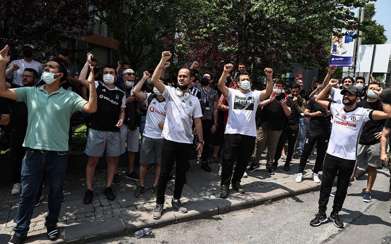 Sergen haberi olay oldu Beşiktaş taraftarları Sergen'in evinin önünde toplandı