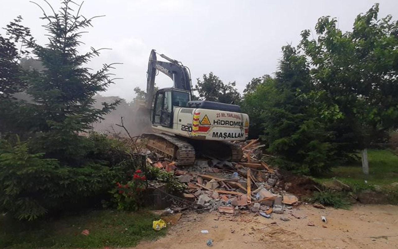 İYİ Partili Türkkan'ın ortağı olduğu şirkete ait çiftlikteki bazı kaçak yapıların yıkımına başlandı