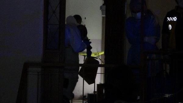 İzmir'de vahşet! Bıçaklayarak öldürdüğü annesini çuvala koyup 3 gün balkonda sakladı