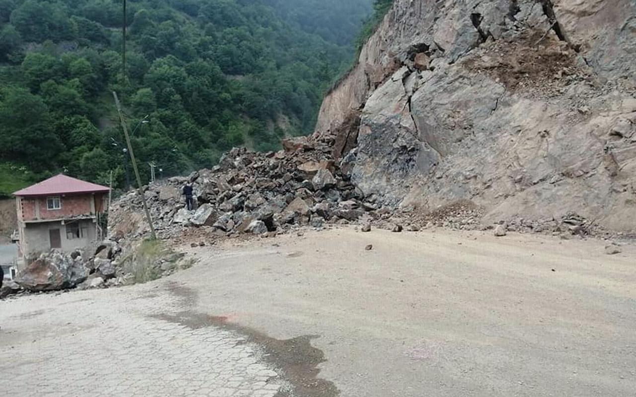 Giresun'da yol çalışması sırasında belediye binası ile bir ev hasar gördü