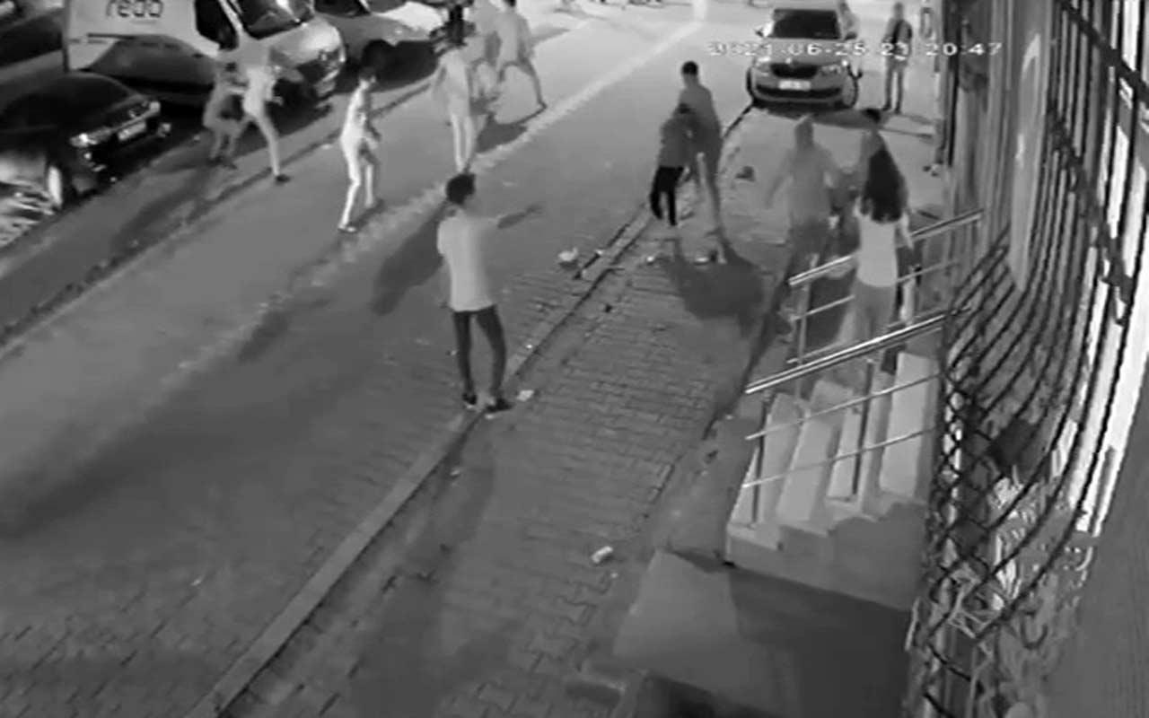 Esenyurt'ta mahallenin gençleriyle yabancı uyrukluların laf atma kavgası kamerada