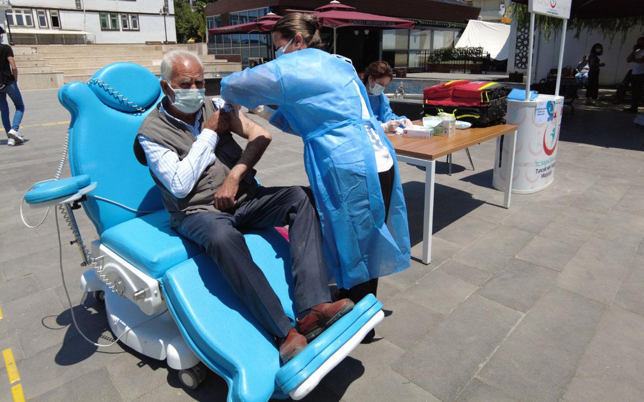 Kent meydanına aşı stantları kuruldu randevusuz aşı uygulaması başladı