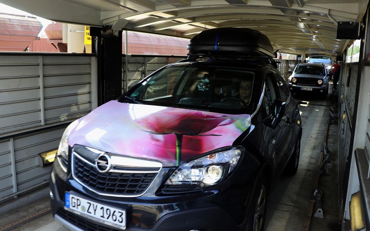 Avusturya'dan 32 saat sürüyor gurbetçiler arabalı trenle Türkiye'ye gelmeye başladı