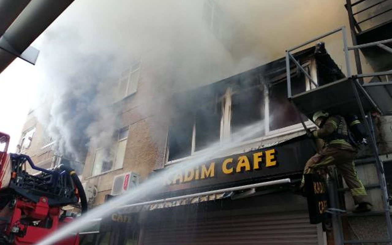 Kadıköy'de sabah saatlerinde yangın: 20 yaşındaki genç hayatını kaybetti