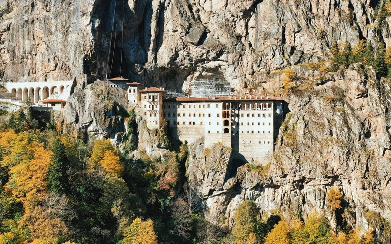 Sümela Manastırı uzun restorasyon arası bitti! Yarın Bakan Ersoy katılımıyla açılıyor