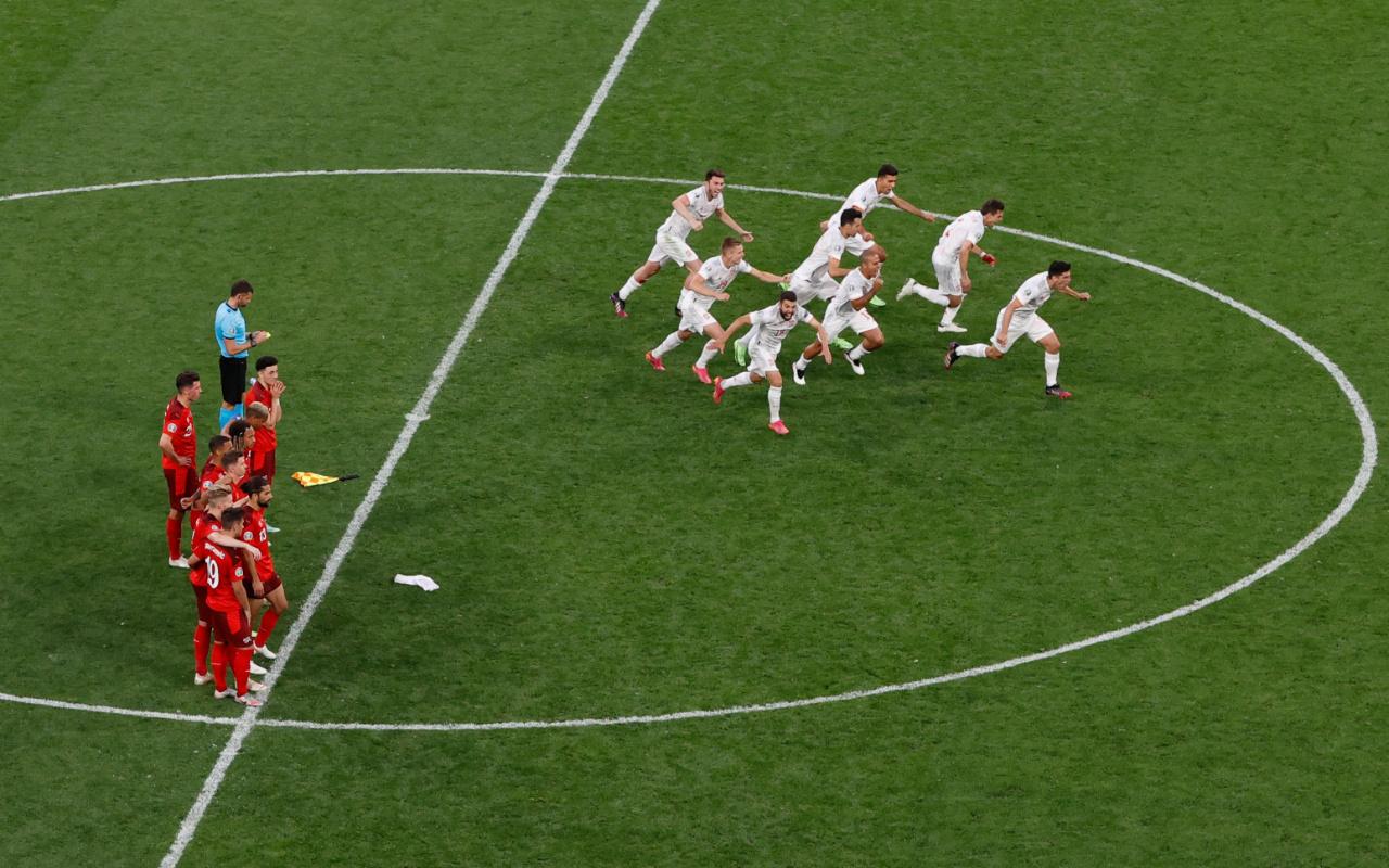 EURO 2020'ye İsviçre'yi penaltılarla eleyen İspanya ilk yarı finalist oldu