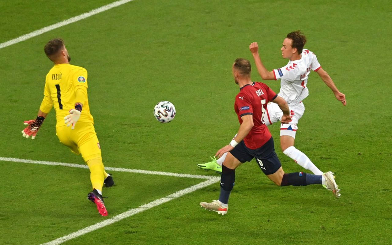 EURO 2020'de yarı finalistler belli oldu! Maçlar hangi tarihte?