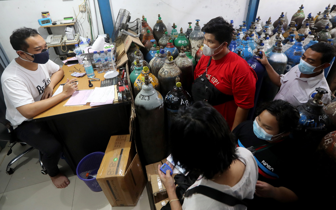 Hastanede oksijen bitti 63 kişi öldü! Endonezya'daki Covid-19 felaketi