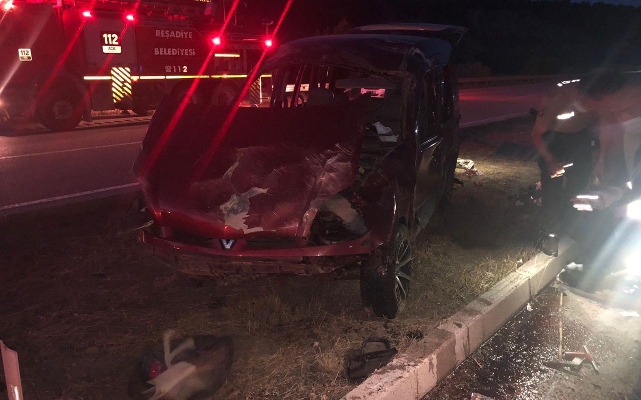 Tokat'ta hafif ticari araç devrildi 2 ölü 2 yaralı