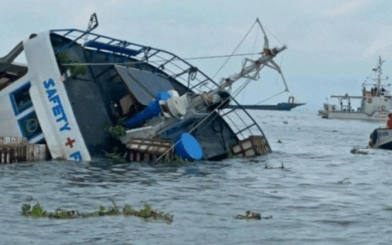 Asya ülkesinde iki gemi çarpıştı