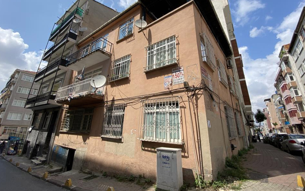 Fatih'te apartmanın altını gören inanamadı! Bir anda yok oldu nedeni bilinmiyor