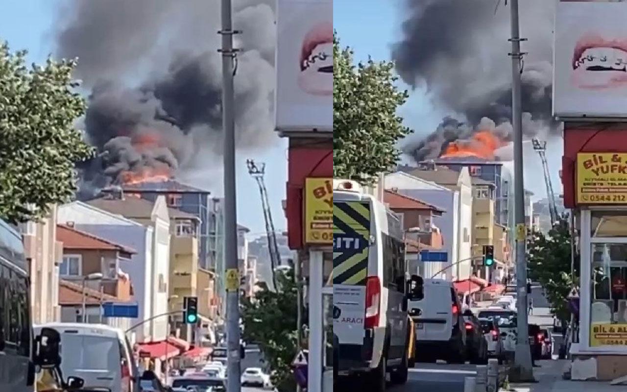 Ataşehir'de bir binanın çatısında yangın çıktı