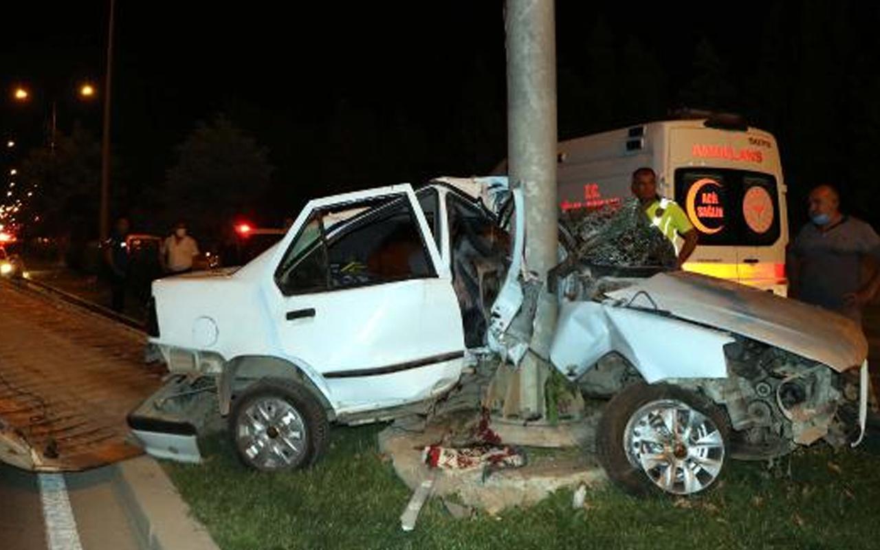 Gaziantep'te otomobil mobese direğine çarptı sürücü hayatını kaybetti