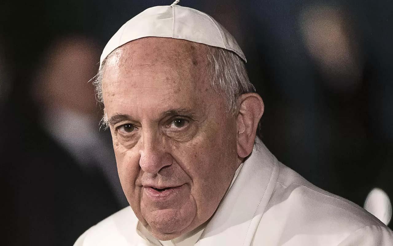 Papa Francis, ameliyattan sonra ilk görüntüsünü verdi