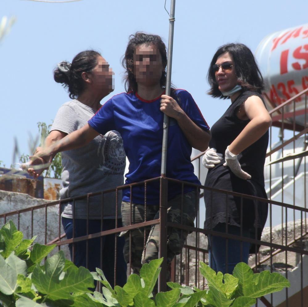 Engelli kardeşine saldırdı! Adana'da uyuşturucu bağımlısı genç kızın annesi de fena