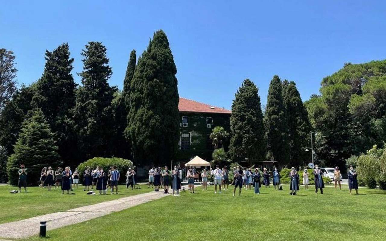Boğaziçi'nde Melih Bulu'yu protesto edenler gidişini 'Padişah' şarkısıyla kutladı