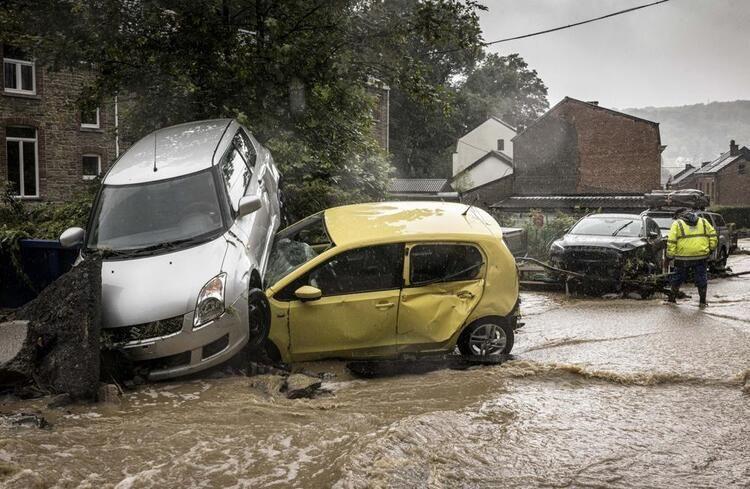 Almanya'da sel! Ölü sayısı 100'ü aştı binlerce kişi kayıp binalar çöktü yollar yok oldu