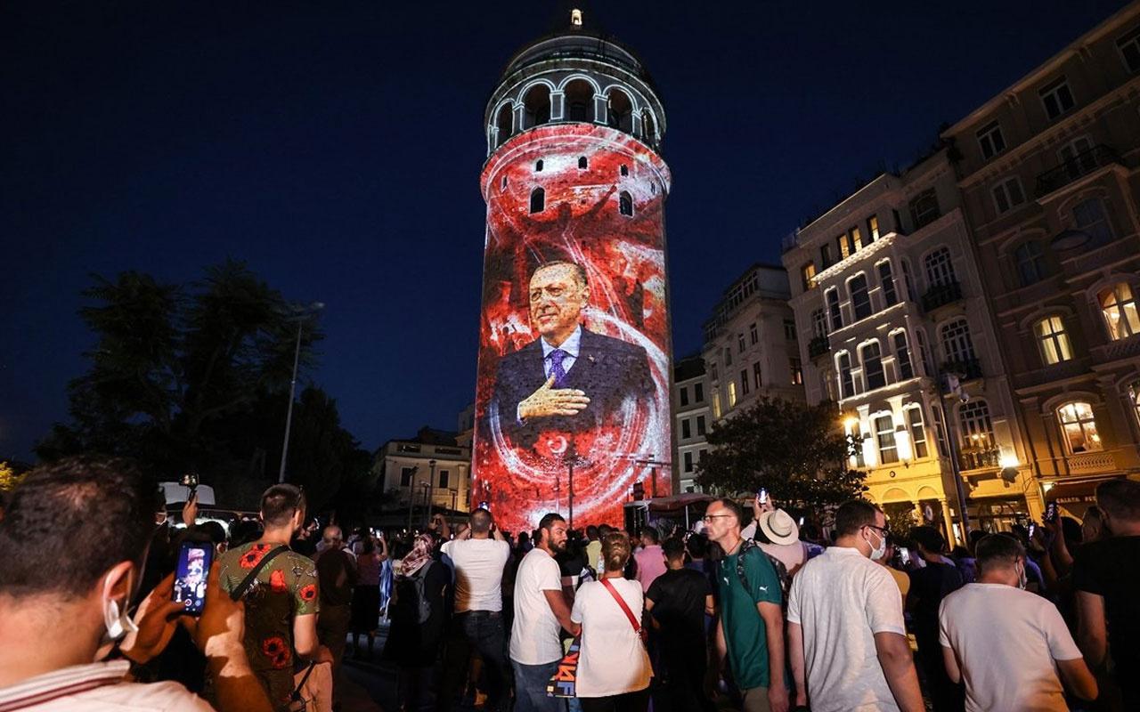 Galata Kulesi, Çamlıca Kulesi ve Ayasofya Meydanı'nda 15 Temmuz temalı gösteri