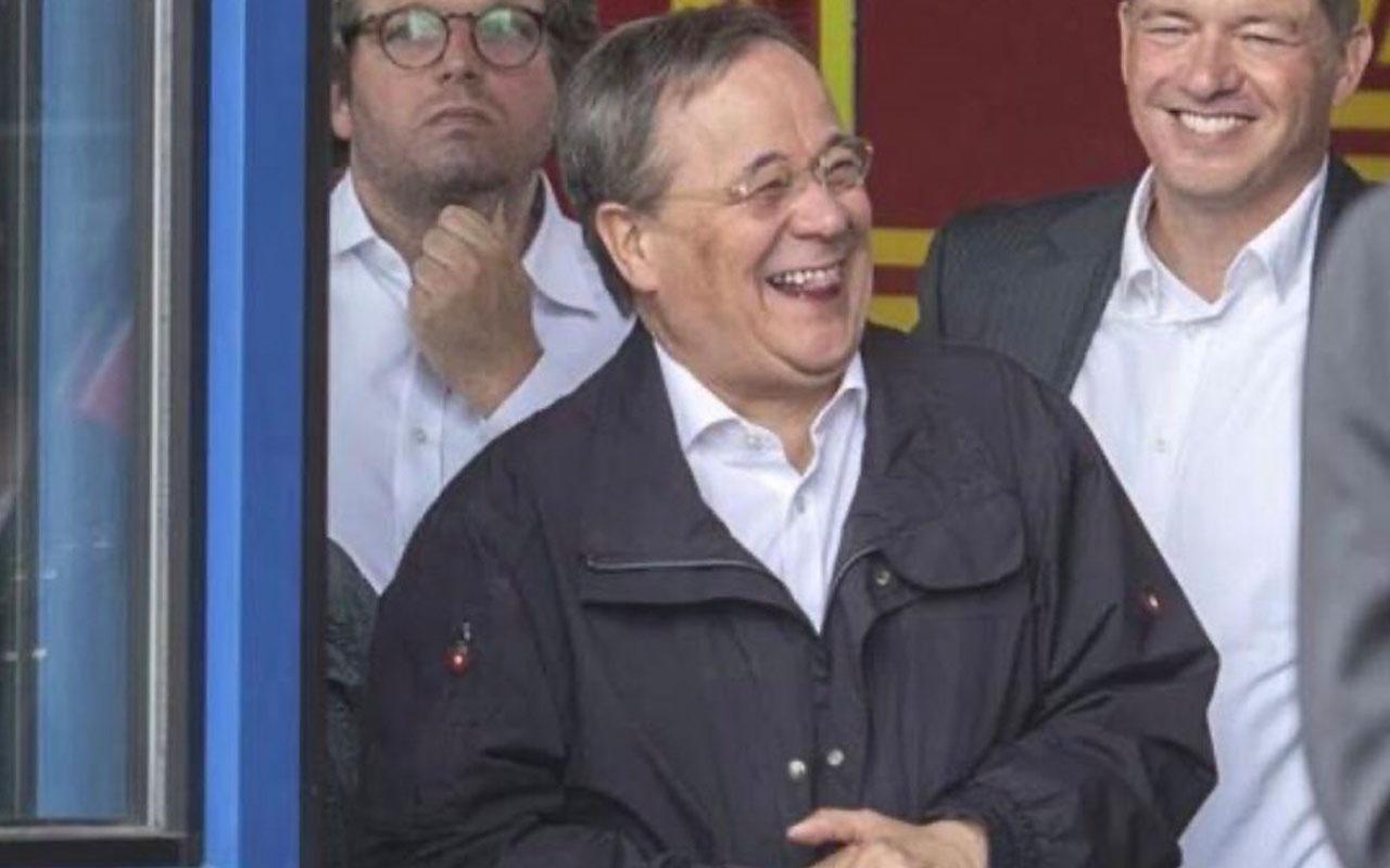 Merkel'in halefi Alman başbakan adayı sel bölgesinde kahkaha attı! Tepki yağdı!