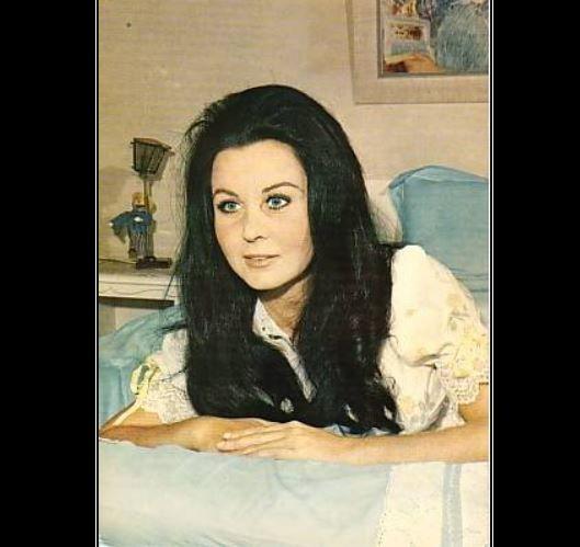 Fatma Girik'ten kötü haber hastaneye kaldırıldı!