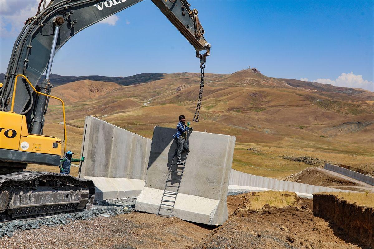 Van-İran sınırına 110 kilometre hendek kazıldı, 76 monoblok ve lego kule inşa edildi