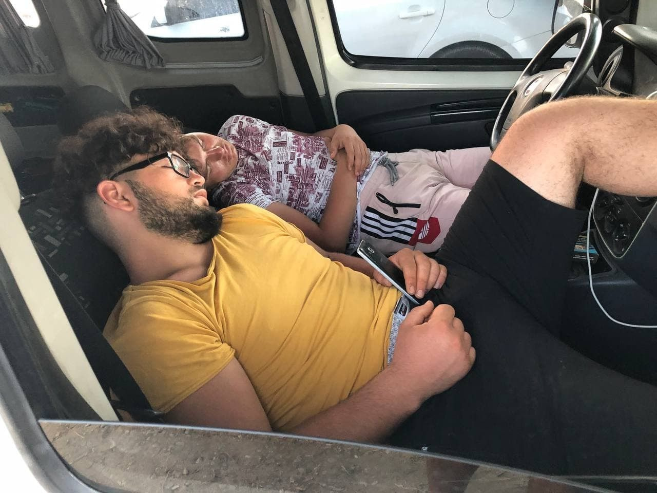Antalya'da görenler hayrete düştü! Buldukları yere yatıyorlar: Çok pahalı