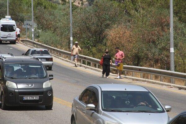 Muğla'da trafik kilitlendi uzun kuyruklar oluştu! kilometrelerce yürüdüler