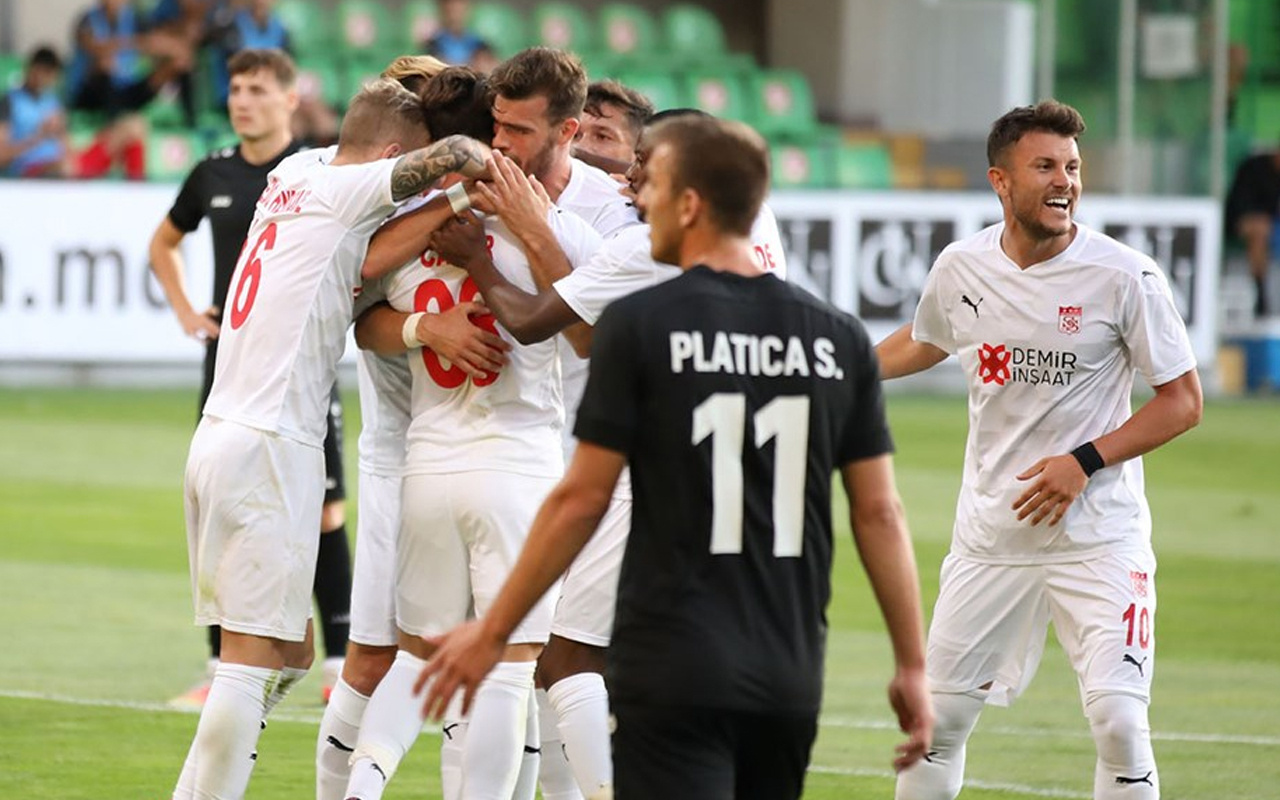 Sivasspor UEFA Avrupa Konferans Ligi2. ön eleme turunda Petrocub'u tek golle geçti