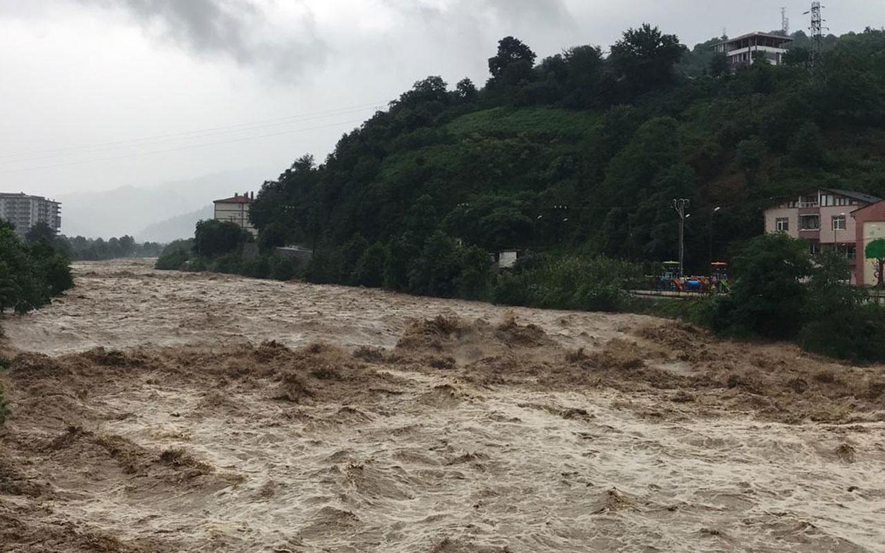 Rize'de 1 hafta sonra gelen yağmur yeniden sel ve heyelanlara neden oldu