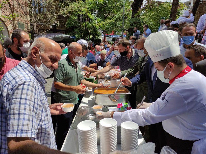 Bursa'da senede bir defa pişiyor içmek için uzak yollardan geliyorlar