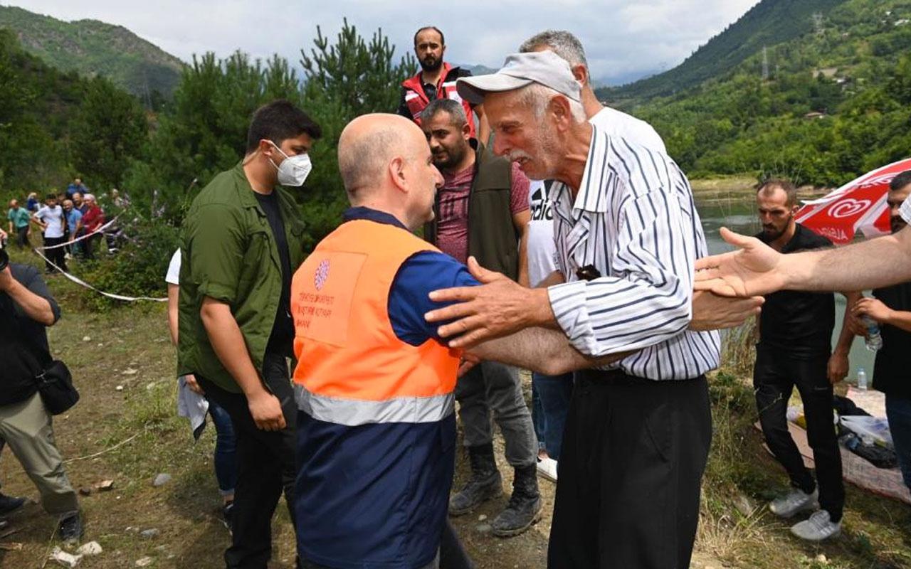Ulaştırma Bakanı Adil Karaismailoğlu Artvin'de selde kaybolan kişinin ailesini ziyaret etti