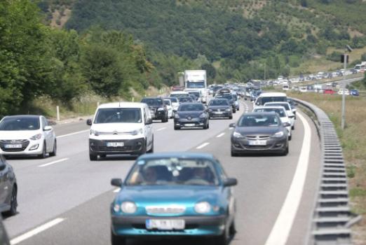 Bayram tatili sonrası dönüş başladı! İstanbul yönünde son gün trafiği