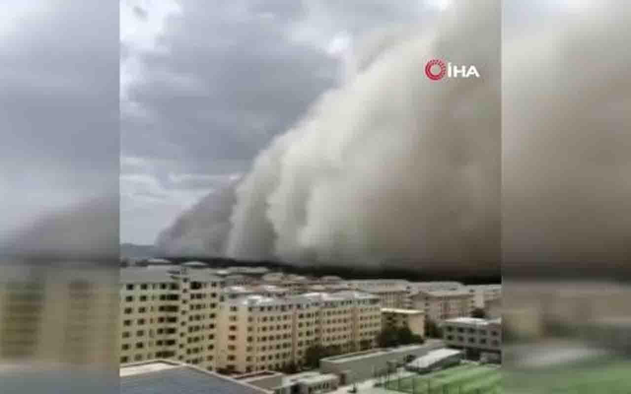 Çin'de kum fırtınası! Felaket anı kamerada