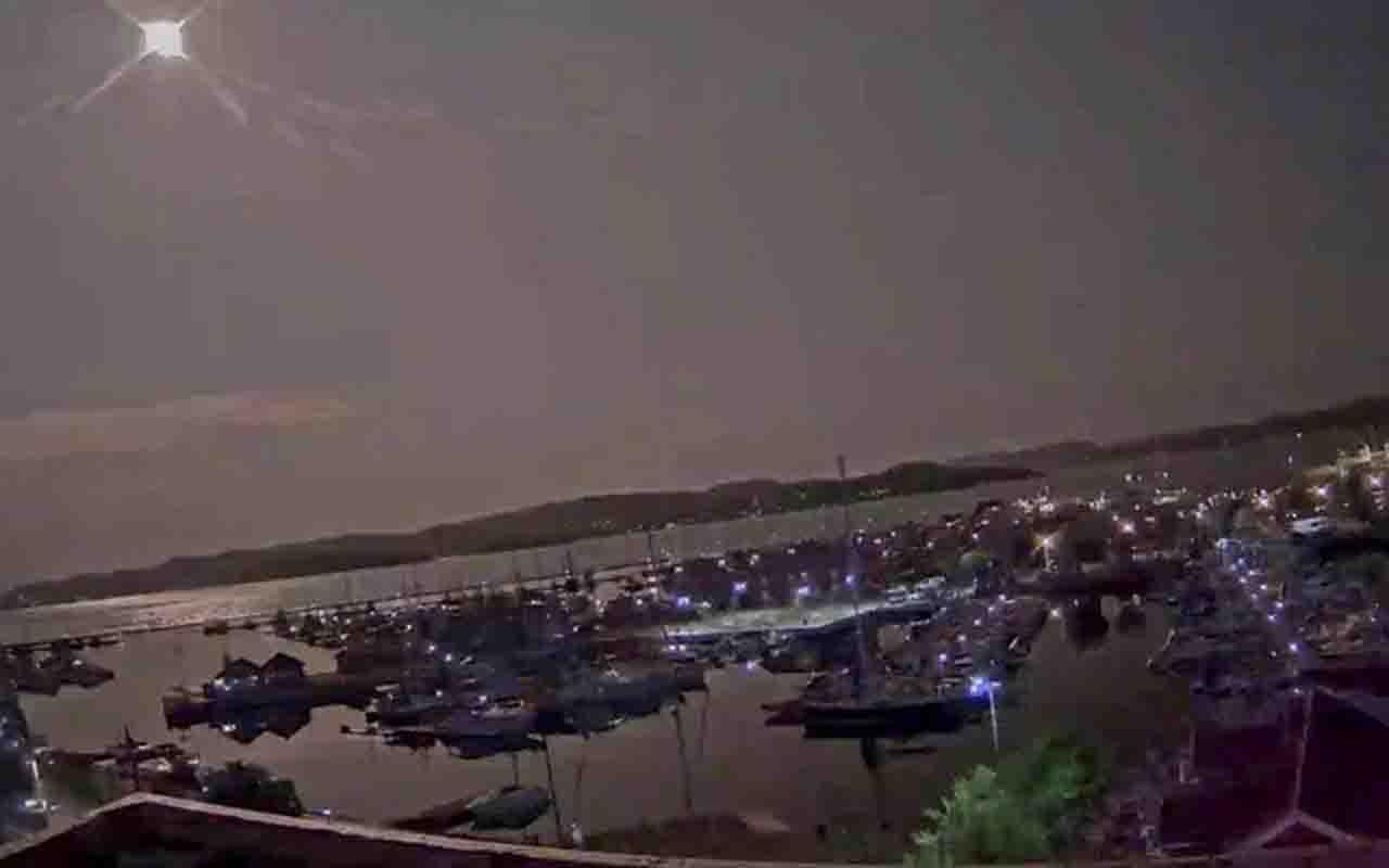 Geceyi gündüze çevirdi! Norveç'te meteor düşme anı kameraya yansıdı