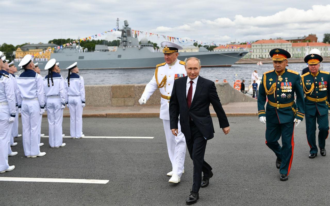 Putin: Düşmanın denizaltı gemi ve uçağını tespit etme ve saldırı düzenleme kapasitesine sahibiz