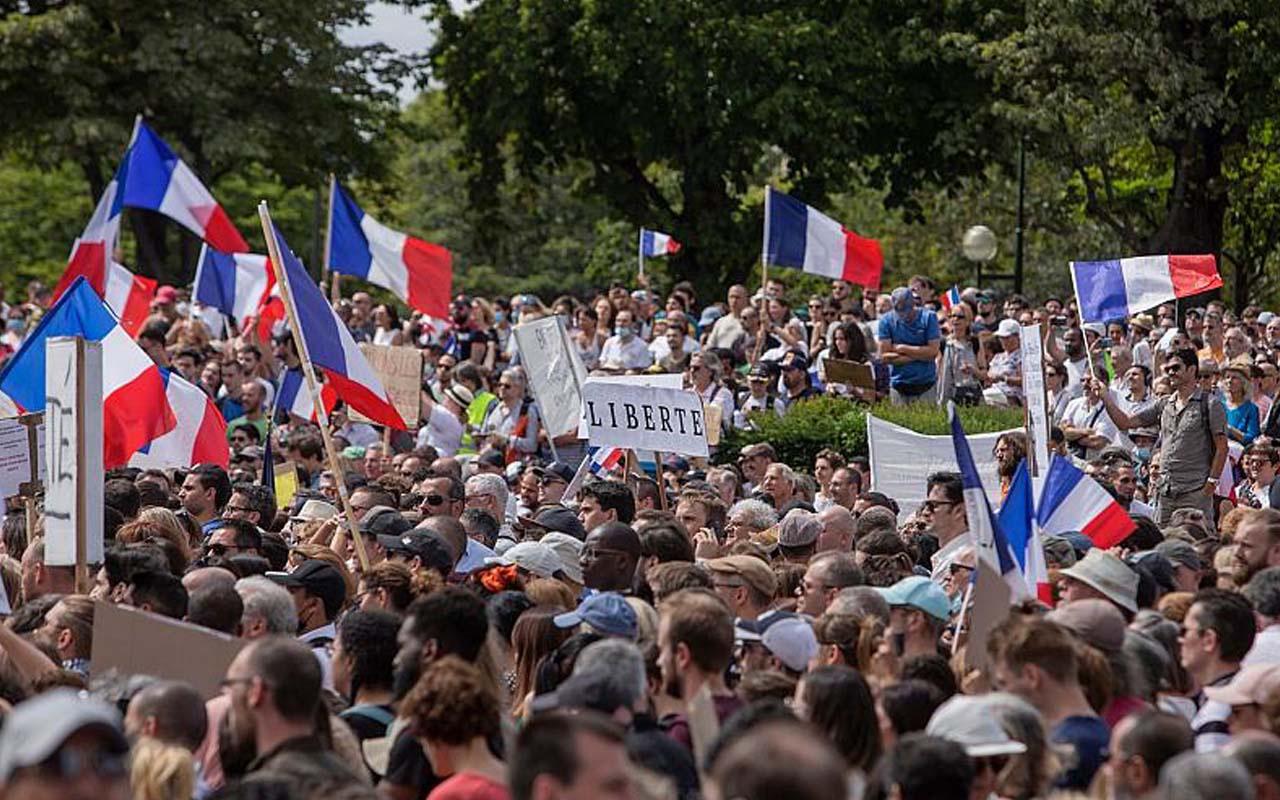 Fransa'da aşı zorunluluğu ile ilgili yasa geçti! Fransa karıştı: sağlık diktatörlüğü