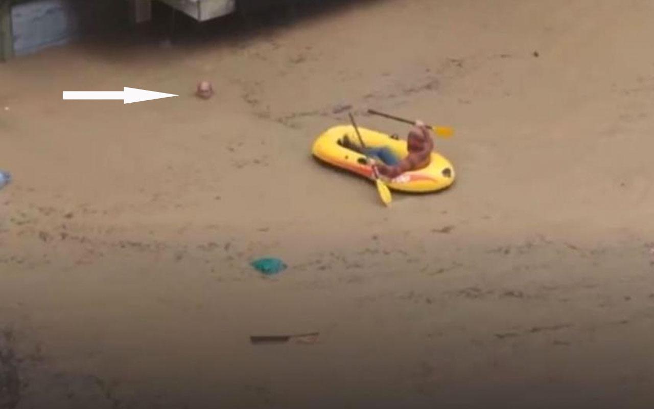 Cadde ortasında 'boğuluyorum' dedi imadına botu ile sel sularında dolaşan genç yetişti