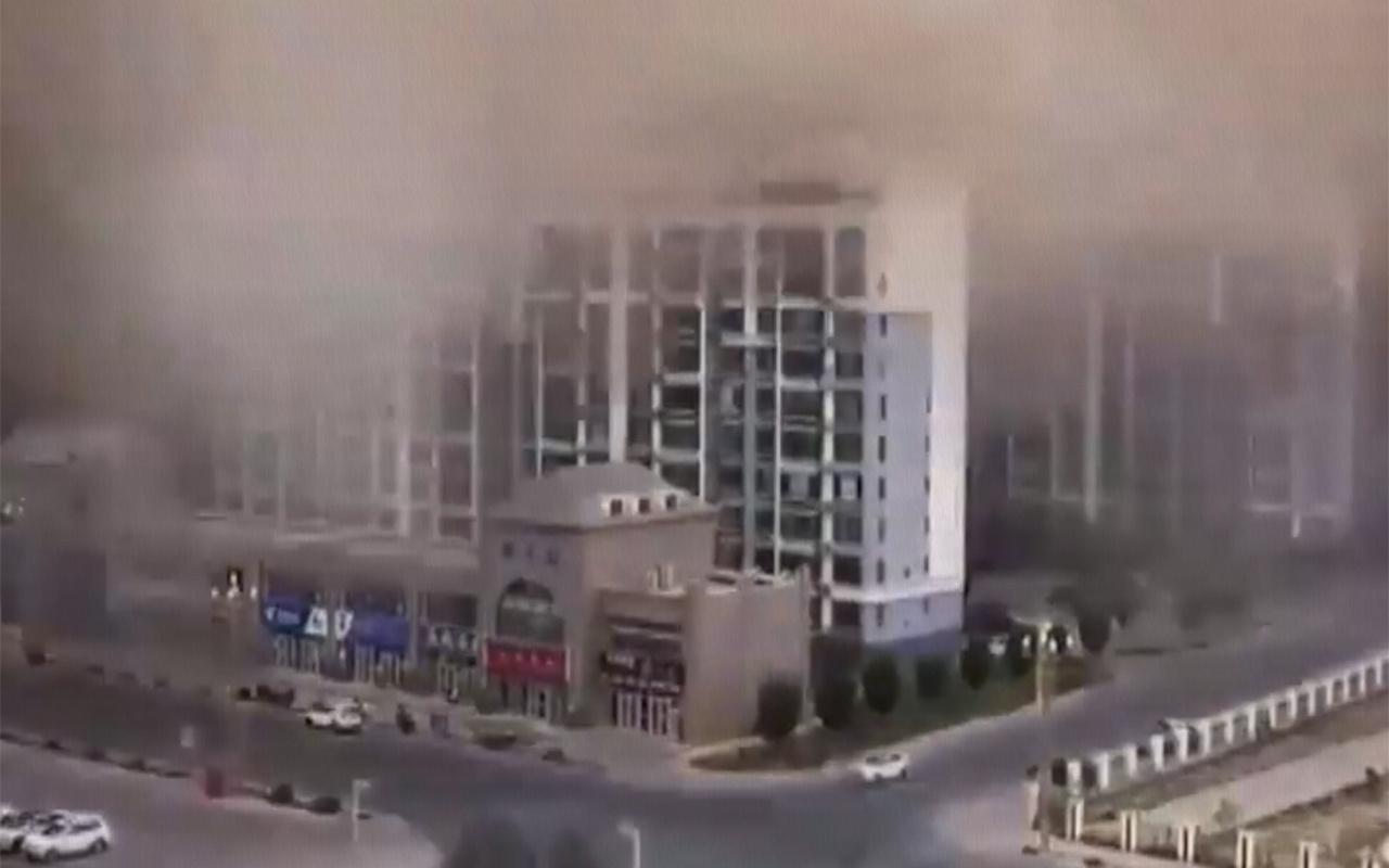 Kum fırtınası Çin'in turizm merkezini yuttu