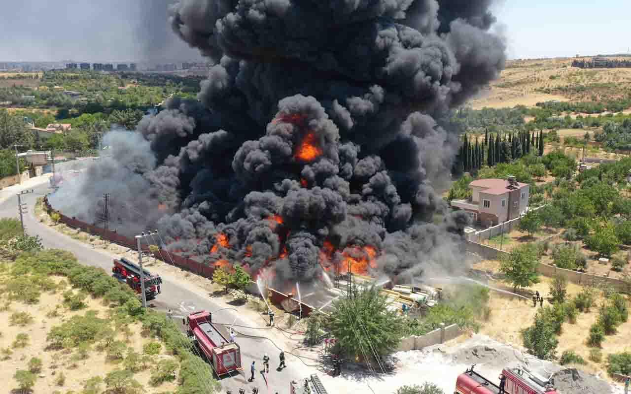 Gaziantep'te depoda yangın! Gökyüzünü kaplayan duman böyle görüntülendi