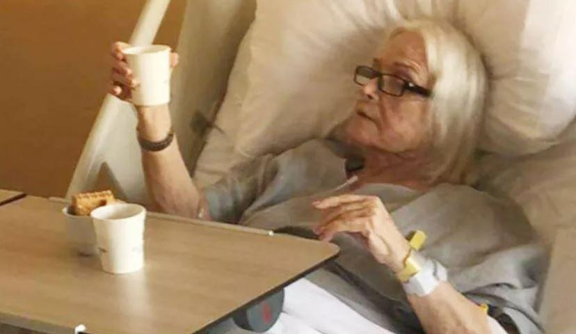 Ölümden dönen Gönül Yazar'dan hastane fotoğrafı