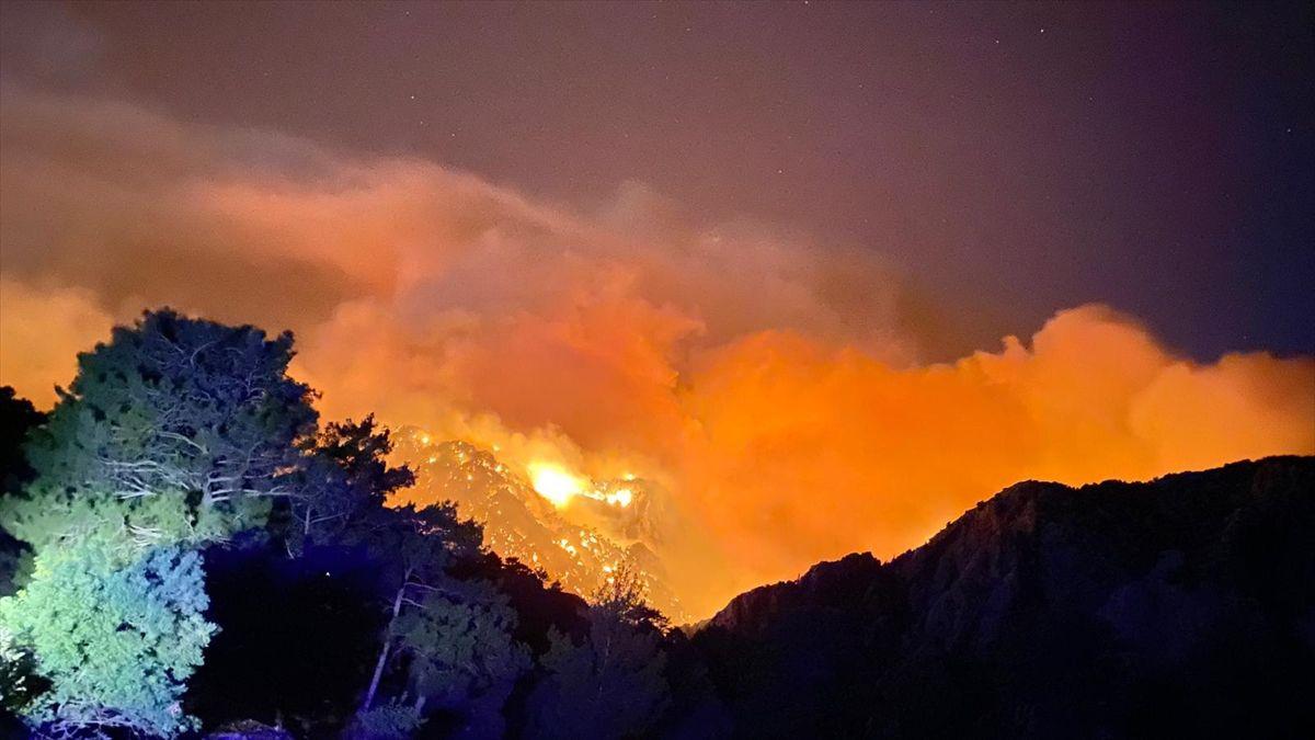 Antalya'nın Akseki ilçesinde orman yangınıbüyüyor! Bir kişi öldü evlerin yüzde 80'ni yandı